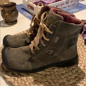 Keen lace up leather boots. 38.5